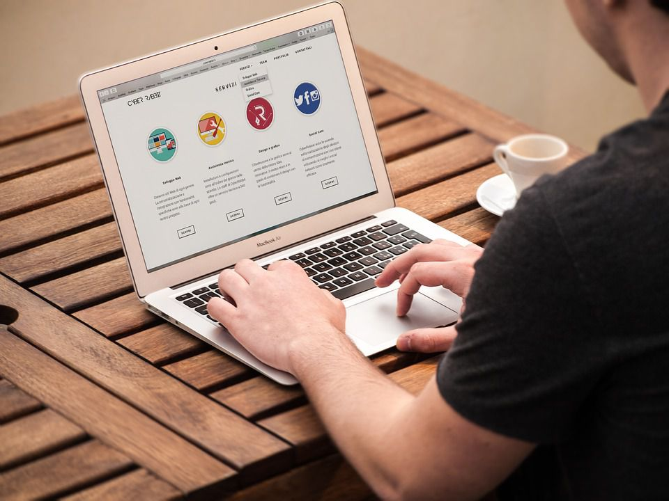 kako zaraditi preko interneta bez ulaganja - zaraditi na blogu ili sajtu