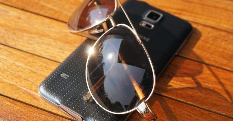telefon na suncu